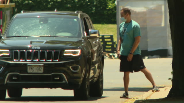 chicago, il, u.s. - cars at security checkpoint as players arrive as players arrive at guaranteed rate field for the first practice of 2020. after... - the cars stock videos & royalty-free footage