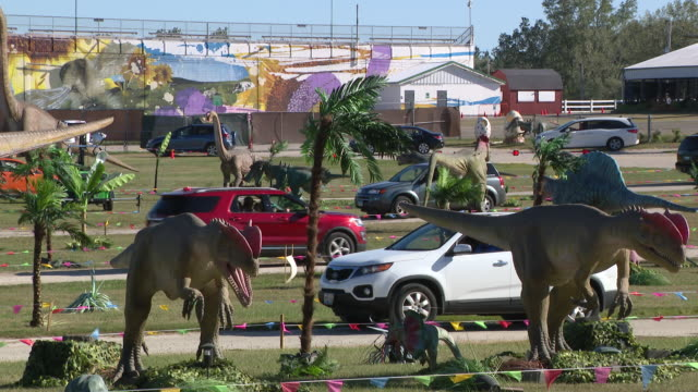 wgn chicago il us cars passing by animatronic dinosaurs at the dupage county fairgrounds drivethru display on saturday september 5 2020 at the dupage... - dupage county stock videos & royalty-free footage