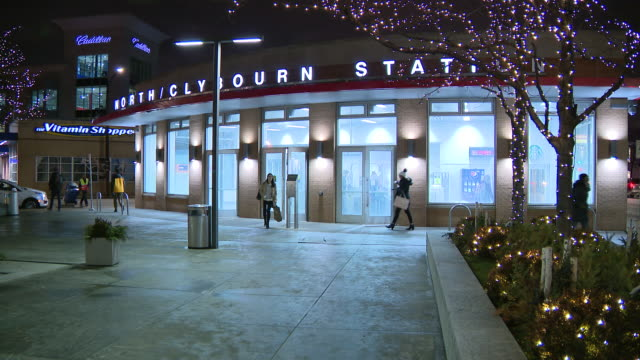 vídeos y material grabado en eventos de stock de wgn chicago il us clybourn station at nighton thursday january 9 2020 - metro de chicago