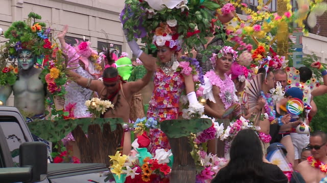 wgn chicago il us colorful parade float with people wearing floral costumes at pride parade in boystown neighborhood on sunday june 30 2019 - festivalsflotte bildbanksvideor och videomaterial från bakom kulisserna
