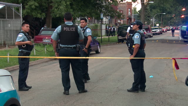 stockvideo's en b-roll-footage met chicago, il, u.s. - crime scene after 5 shot, 2 killed in west englewood, as a part of violent labor day weekend in which chicago police confirmed... - afzetlint