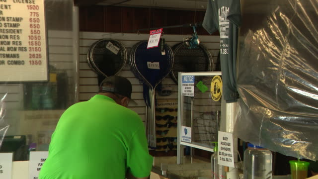 chicago, il, u.s. - customer shopping at newly reopened bait store at chicago's montrose harbor. park bait shop, a family business established in the... - small business stock videos & royalty-free footage