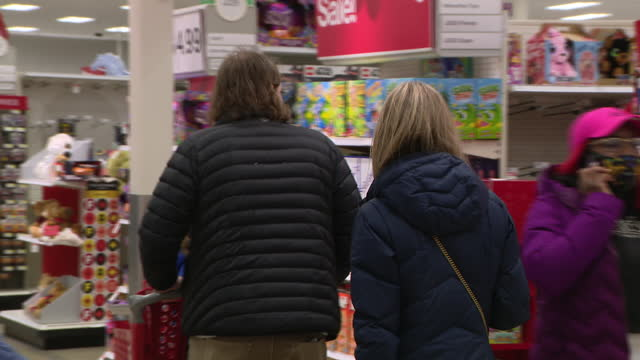 chicago, il, u.s. - customers shopping at supermarket two days before christmas on wednesday, december 23, 2020. - toy stock videos & royalty-free footage