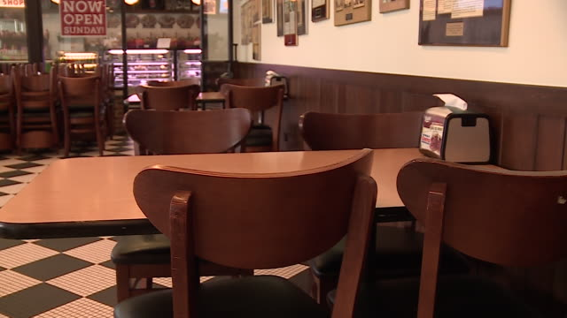 chicago, il, u.s. - deli signage displayed on window and napkin holder. manny's deli, a popular gathering place before the covid-19 pandemic, asked... - napkin stock videos & royalty-free footage