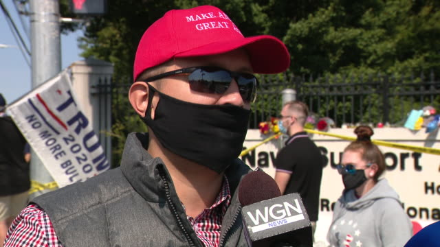 chicago, il, u.s. - donald trump supporter speaks againts lockdowns while president is hospitalized on sunday, october 4, 2020. - ベセスダ点の映像素材/bロール