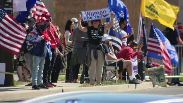 chicago, il, u.s. - donald trump supporters waiting in front of walter reed national military medical center on monday, october 5, 2020. - ベセスダ点の映像素材/bロール