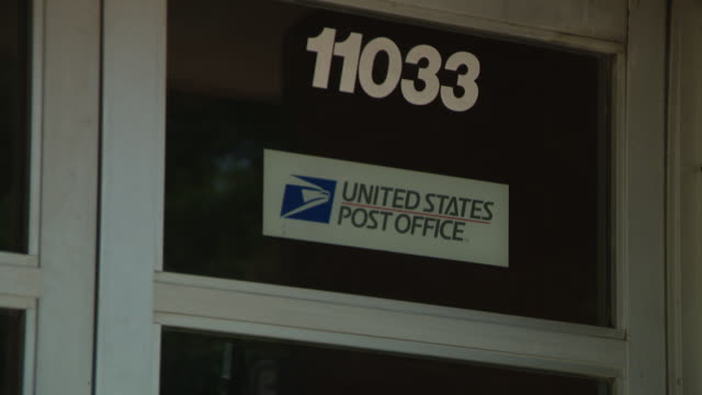 chicago, il, u.s. - eagle and signs on roseland post office building on tuesday, august 18, 2020. in roseland, a community on the far south side of... - united states postal service stock videos & royalty-free footage