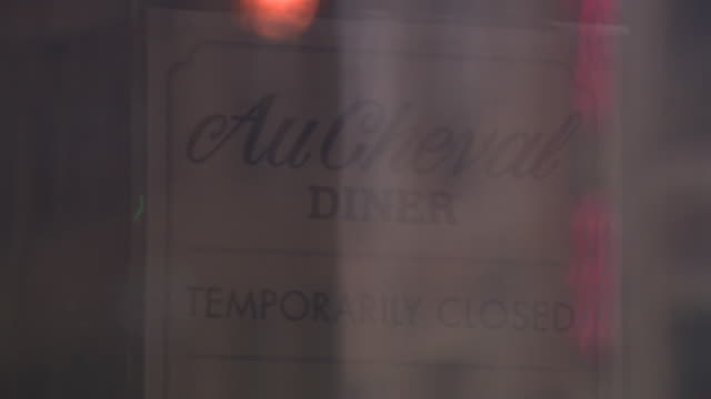 chicago, il, u.s. - exterior of closed restaurant on day governor jb pritzker announces shutdown of bars and restaurants to help prevent spread of... - bar drink establishment stock videos & royalty-free footage