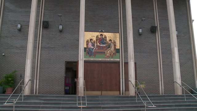 chicago, il, u.s - exterior of the holy trinity greek orthodox church where worshippers saw an icon of the virgin mary weeping on monday, september... - 奇跡点の映像素材/bロール