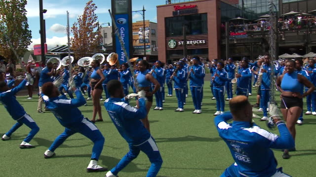 chicago, il, u.s. - hampton university band performs at gallagher way at wrigley field as part of the chicago cubs' hbcu day on friday, september 13,... - 音楽隊点の映像素材/bロール
