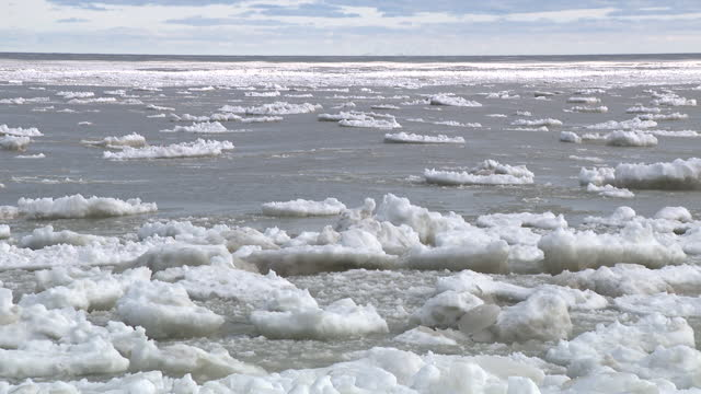 chicago, il, u.s. - ice floe on waters of lake michigan on monday, february 1, 2021. - water surface stock videos & royalty-free footage
