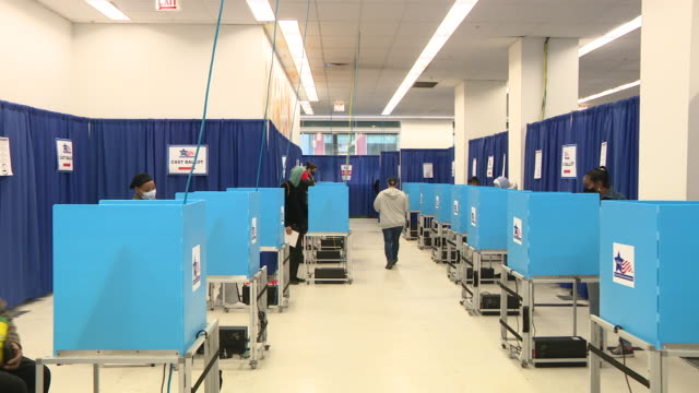 chicago, il, u.s. - inside of chicago loop polling place on thursday, october 1, 2020. - booth stock videos & royalty-free footage