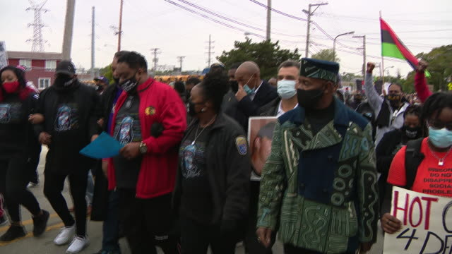 chicago, il, u.s. - jacob blake sr. and bianca austin marching at head of protest against unfair judicial system in evanston. family members of... - aunt stock videos & royalty-free footage