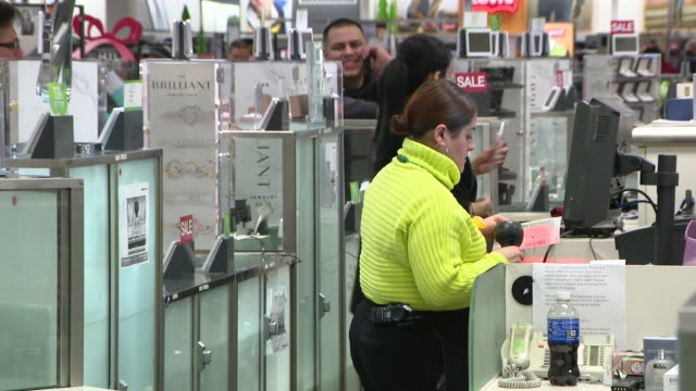 wgn chicago il us last minute shoppers on christmas eve inside kohl's shop in chicago on tuesday december 24 2019 - kohls stock videos & royalty-free footage