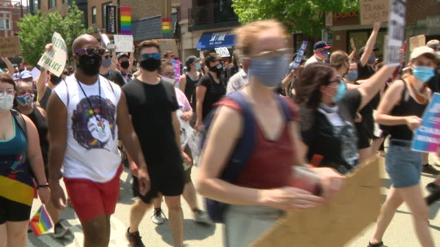 chicago, il, u.s. - lgbtq march for equality and social justice on tuesday, june 28, 2020. - social justice concept 個影片檔及 b 捲影像