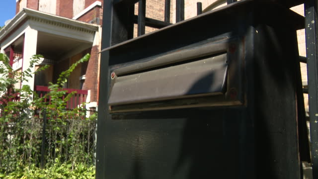 chicago, il, u.s. - mail boxes on houses in roseland on tuesday, august 18, 2020. in roseland, a community on the far south side of chicago, on the... - 鉄点の映像素材/bロール