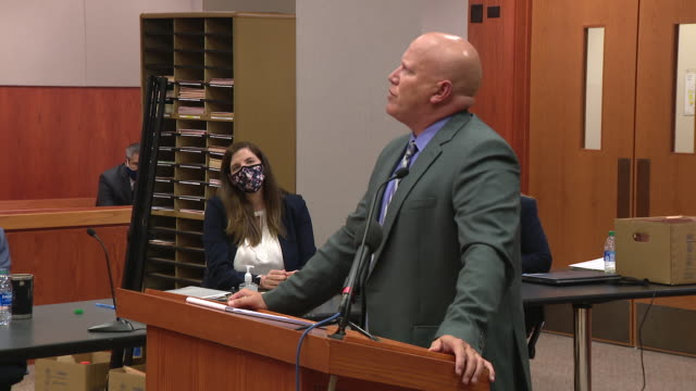 vidéos et rushes de chicago, il, u.s. - man speaking in courtroom. joann cunningham was sentenced to 35 years in the murder of her son. after first reporting aj missing... - autopsie
