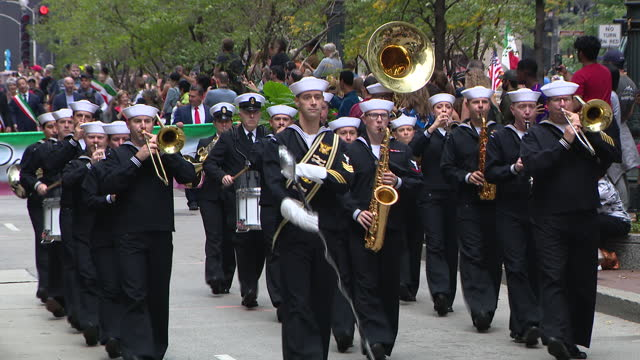 chicago, il, u.s. - marchng band at 69th annual columbus day parade on state street in chicago. smiles and excitement lined state street for the 69th... - christopher columbus explorer stock videos & royalty-free footage