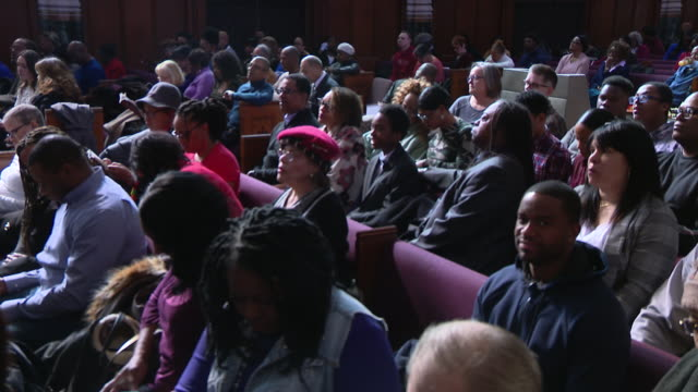 chicago, il, u.s. - mass at saint sabina church, where spike lee spend some time while filming chiraq in 2015. he considers st. sabina his spiritual... - congregation stock videos & royalty-free footage