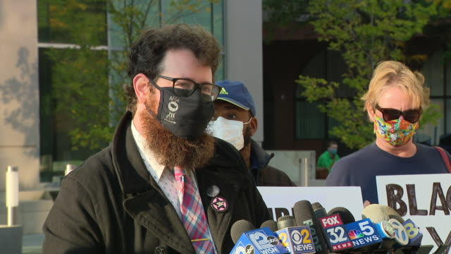 chicago, il, u.s. - matt muchowski having speech outside courthouse during kyle rittenhouse's extradition hearing on friday, september 25, 2020.... - shot put stock videos & royalty-free footage