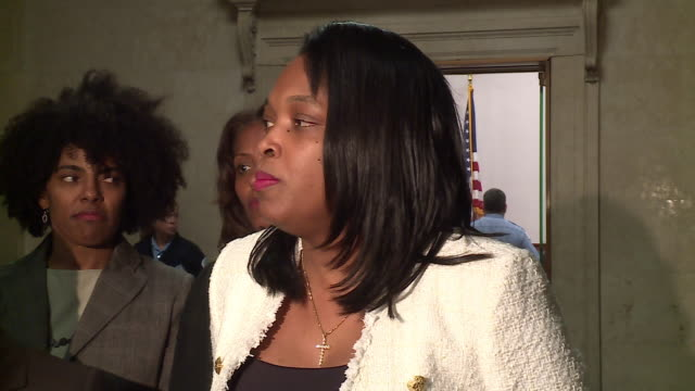 chicago, il, u.s. - mayor lori lightfoot announcing agreement in last day of chicago teachers strike, on thursday, october 31, 2019. union teachers... - new hire stock videos & royalty-free footage