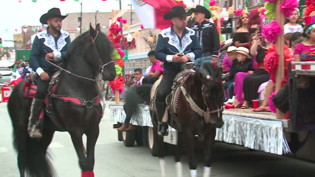 chicago, il, u.s. - men horseback riding and parade float at mexican independence day parade on sunday, september 8, 2019. - traditional clothing stock videos & royalty-free footage