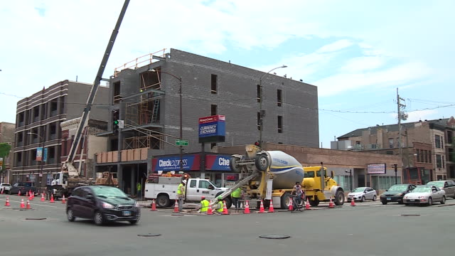 wgn chicago il us new buildings construction site on wednesady july 8 2020 - construction worker stock videos & royalty-free footage