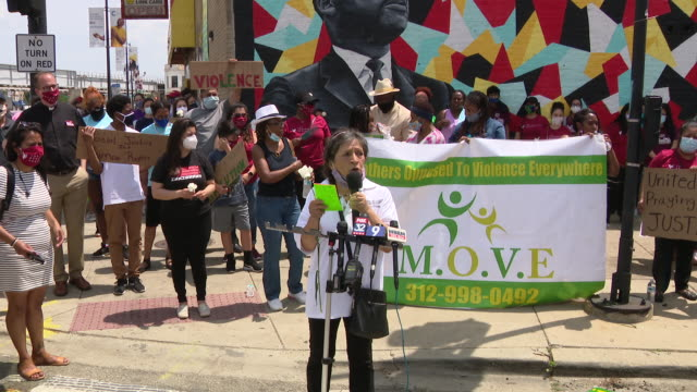 chicago, il, u.s. - one of leaders of mothers' march against racism speaking on friday, june 5, 2020. - mature women stock videos & royalty-free footage
