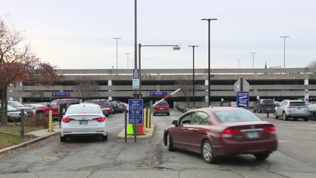 wgn chicago il us parking garage on uic campus where student was murdered campus on monday november 25 2019 - boom barrier stock videos & royalty-free footage