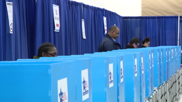 wgn chicago il us people early voting in the 2020 illinois primary elections the day before election day and in the wake of covid19 at chicago's loop... - polling place stock videos & royalty-free footage