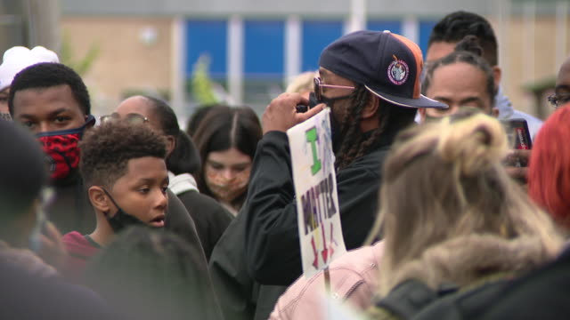 chicago, il, u.s. - people in face masks at protest against unfair judicial system in evanston. family members of breonna taylor and jacob blake... - aunt stock videos & royalty-free footage