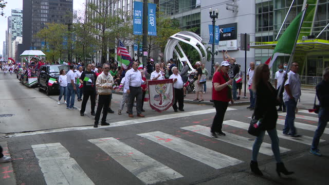 chicago, il, u.s. - people marching at 69th annual columbus day parade on state street in chicago. smiles and excitement lined state street for the... - christopher columbus explorer stock videos & royalty-free footage