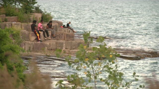 wgn chicago il us people relaxing at lake michigan shore on thursday july 16 2020 - seeufer stock-videos und b-roll-filmmaterial