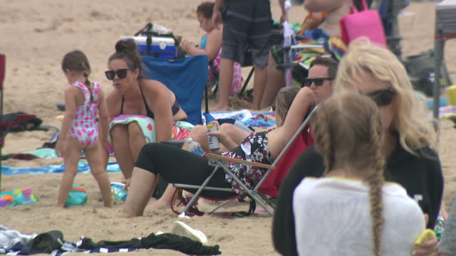 wgn chicago il us people spending time at beach on thursday july 16 2020 - seeufer stock-videos und b-roll-filmmaterial