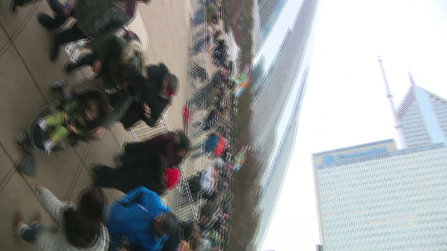 wgn chicago il us people taking photos at chicago bean statue in millennium park on friday november 29 2019 - silver coloured stock videos & royalty-free footage