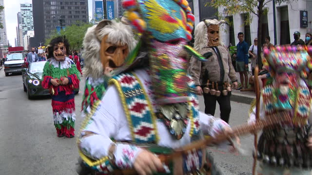 chicago, il, u.s. - people wearing italian flag colors seen at 69th annual columbus day parade on state street in chicago. smiles and excitement... - christopher columbus explorer stock videos & royalty-free footage