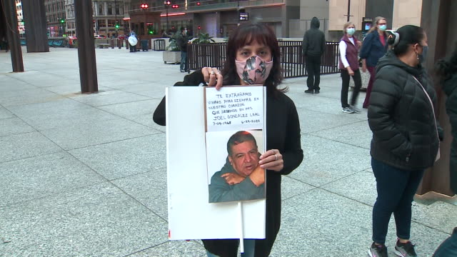 chicago. il, u.s. - people with photographs attend day of remembrance for hospitality workers who died of covid-19 on thursday, october 8, 2020.... - 追悼行事点の映像素材/bロール
