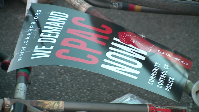 stockvideo's en b-roll-footage met wgn chicago il us placards street name sign north side neighbors will stage protests outside the offices of alds james cappleman and harry osterman... - street name sign