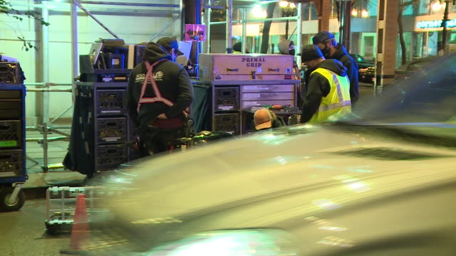 stockvideo's en b-roll-footage met chicago, il, u.s. - police cars closing off streets during production of new batman movie. the reboot of the batman film franchise will be directed... - bord weg afgesloten