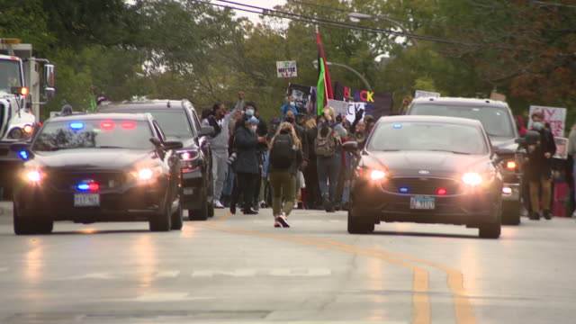 chicago, il, u.s. - police officers guarding protest against unfair judicial system in evanston. family members of breonna taylor and jacob blake... - aunt stock videos & royalty-free footage