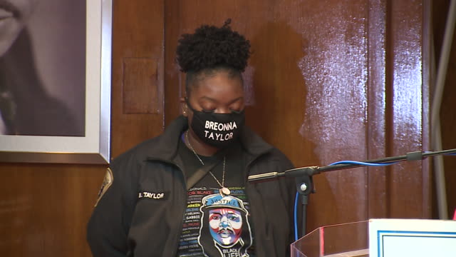 chicago, il, u.s. - protest leaders praying during protest against unfair judicial system in evanston. family members of breonna taylor and jacob... - aunt stock videos & royalty-free footage