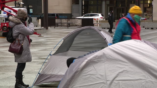 wgn chicago il us protesters setting up tent city to demand governor cancel rent and mortgage payments on thursday april 30 2020 - hypotheken kündigung stock-videos und b-roll-filmmaterial