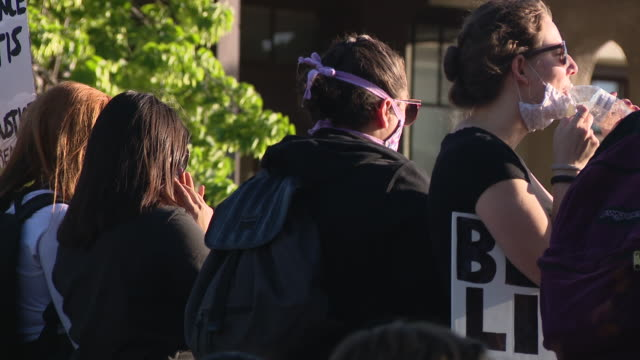 wgn chicago il us protestors shouting 'i can't breathe' events following george floyd's death led authorities to impose an overnight curfew to try to... - i can't breathe stock videos & royalty-free footage