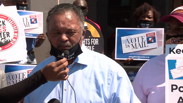 vídeos de stock, filmes e b-roll de chicago, il, u.s. - protestors speaking about civil disobedience at a rally to support the american postal workers union. the rev. jesse l. jackson,... - chicago 'l'