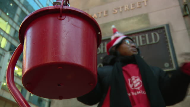 chicago, il, u.s. - salvation army bell ringer collecting donations on street, on wednesday, december 18, 2019. - salvation army stock videos & royalty-free footage