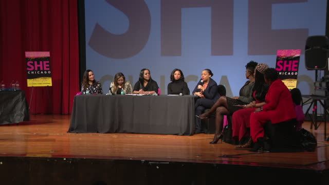 """vídeos de stock, filmes e b-roll de chicago, il, u.s. - """"she asks""""panel discussion at she chicago's 2nd annual """"you go girl! empowering character above all"""" conference at percy l.... - chicago 'l'"""
