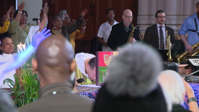chicago, il, u.s. - spike lee attending in mass at saint sabina church, where he spend some time while filming chiraq in 2015. he considers st.... - congregation stock videos & royalty-free footage