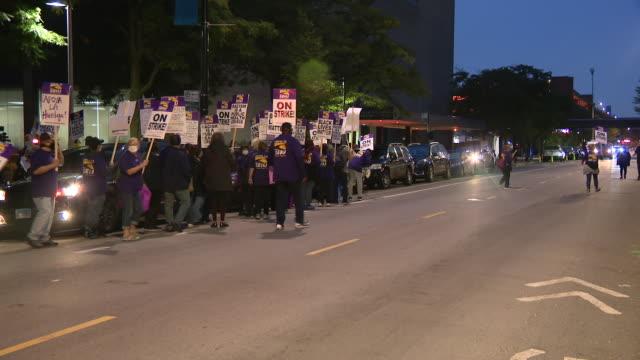 chicago, il, u.s. - ui health staff memebrs marching during strike on monday, september 14, 2020. - gewerkschaft stock-videos und b-roll-filmmaterial