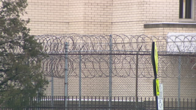 wgn chicago il us various shots of cook county jail on monday mar 23 2020 two detainees at the cook county jail have tested positive for covid19... - prison fence stock videos & royalty-free footage