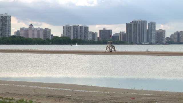 wgn chicago il us view from restaurant on lake michigan empty outdoor dining area at the dock restaurant at montrose beach on wednesday august 5 2020 - seeufer stock-videos und b-roll-filmmaterial